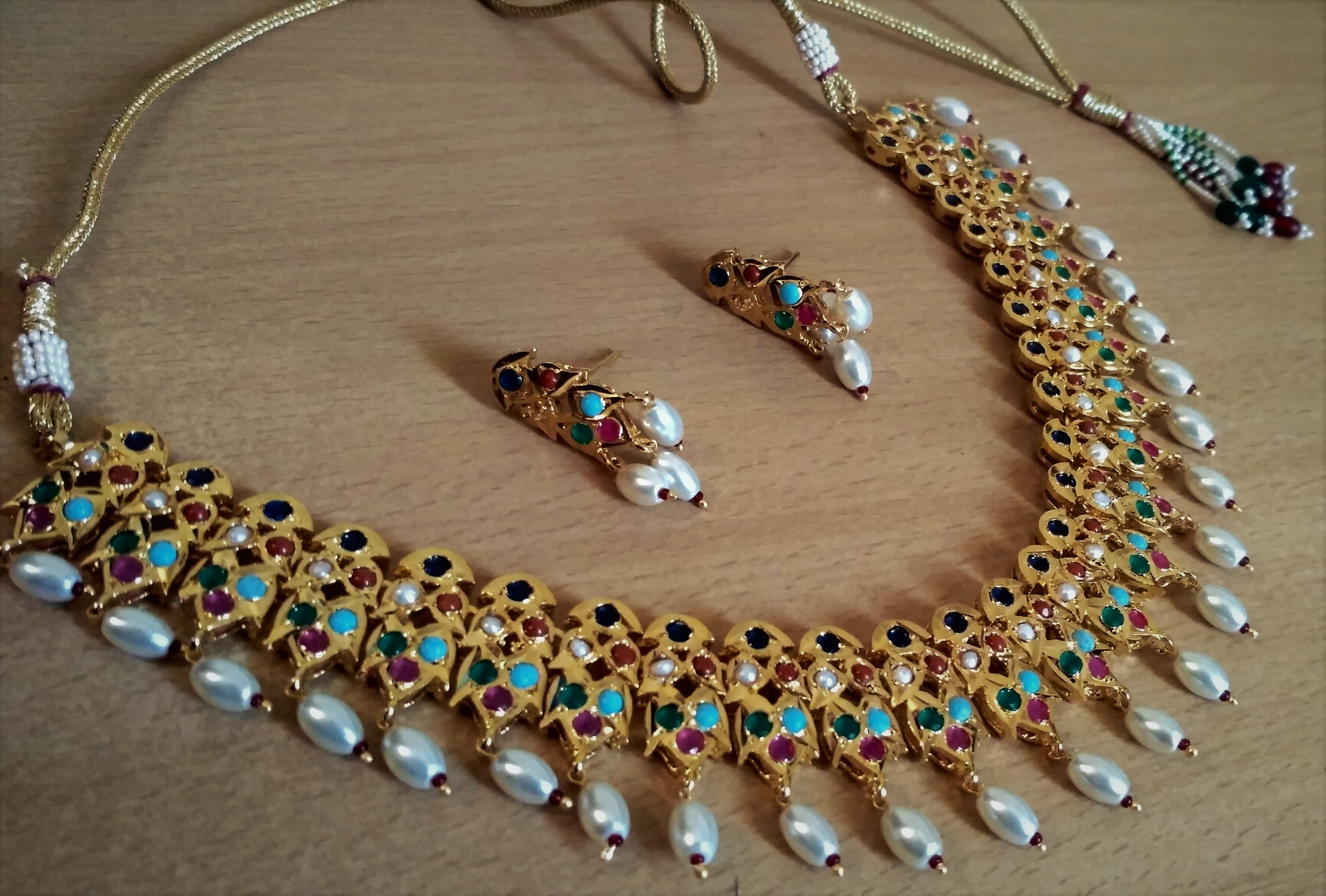 Nauratan Jadao Necklace Set – Elegant Pearls & Jewellery Collection
